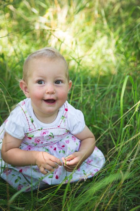 natürliche Kinderfotografie draussen
