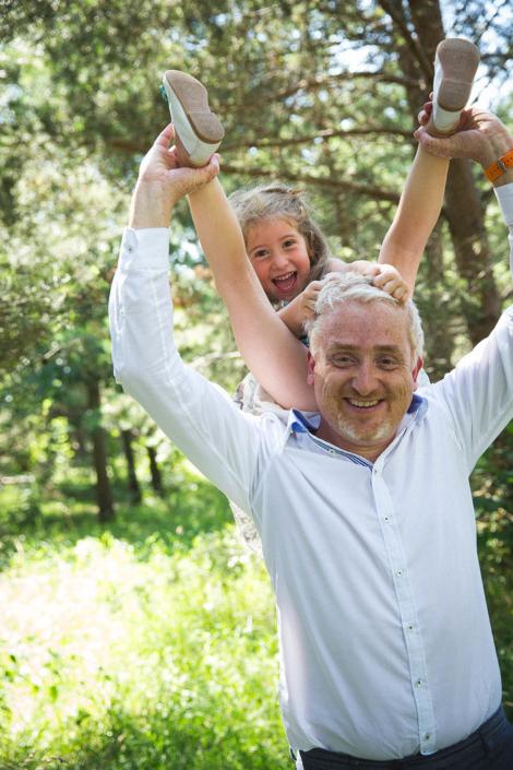 Familienfotos draussen Papa und Kind