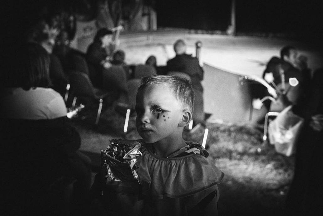 Zirkuskind dokumentarisches Portrait sw