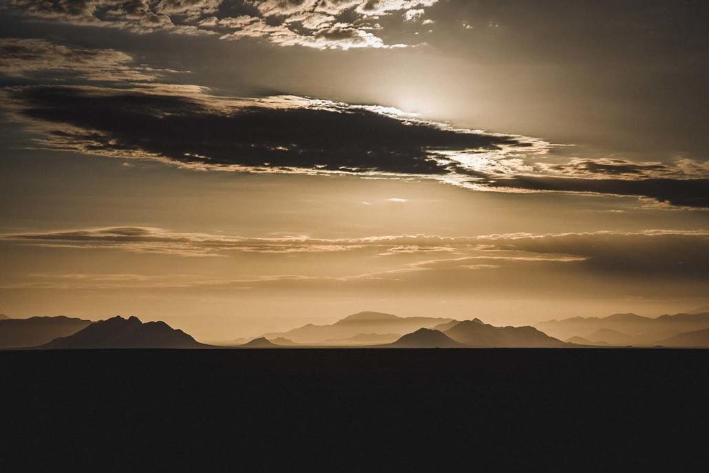Reisefoto Namibia Berge Wolken