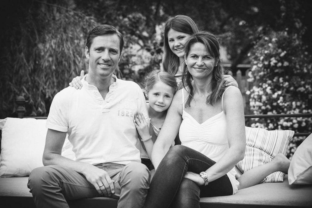 Familienfoto draussen sw
