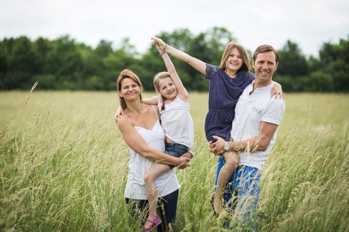 lachende Familie im Park