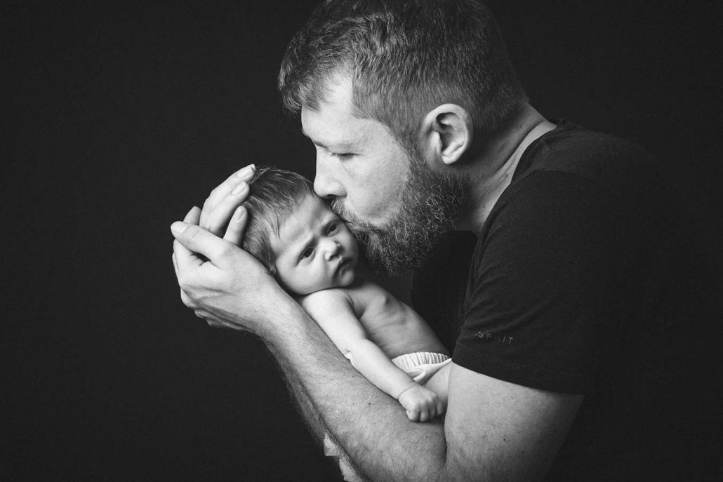 Neugeborenes mit Vater