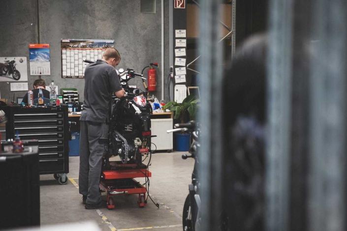 Werkstattreportage Horex Mechaniker
