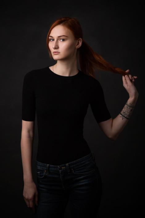 Fotostudio München Portraitaufnahmen rothaariges Model