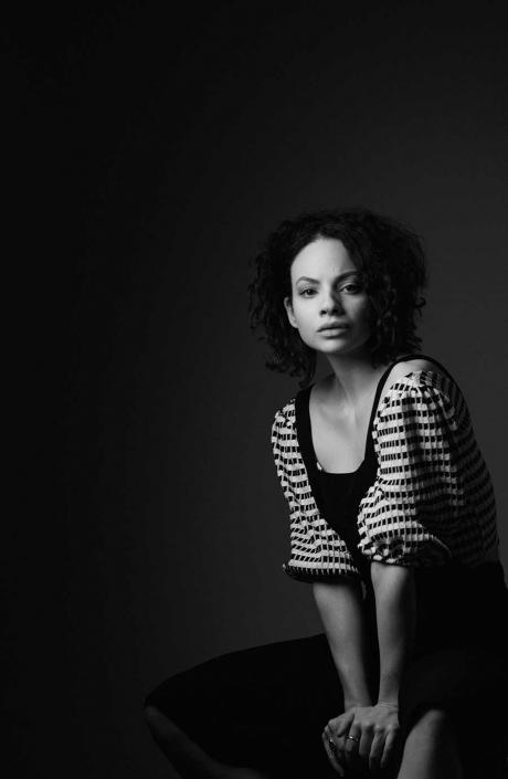 Studioportrait Schauspielerin schwarzweiss