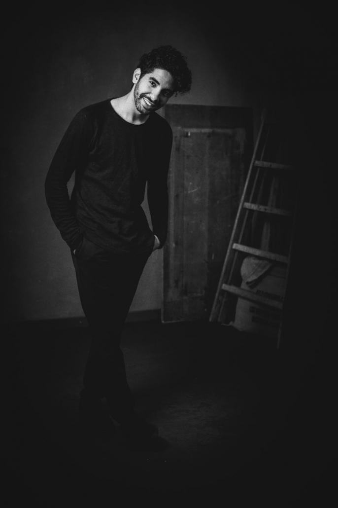 Männerportrait Studio schwarzweiss