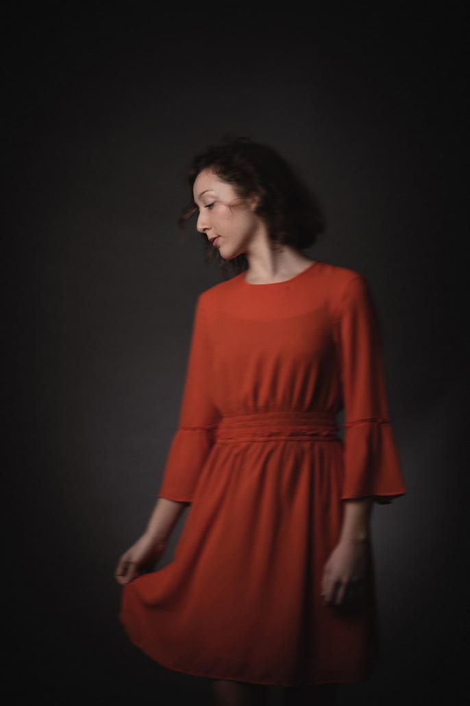 Portrait Mädchen rotes Kleid
