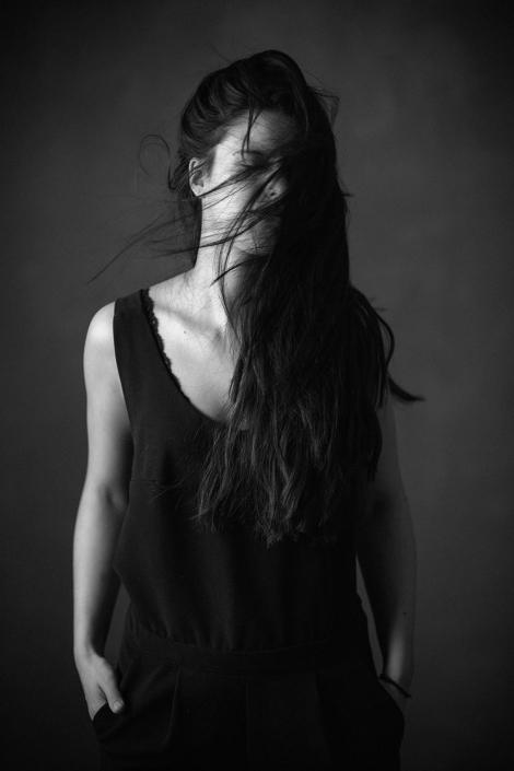 Portrait sw Frau lange Haare