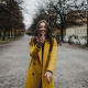 Portrait junge Frau in München lachend