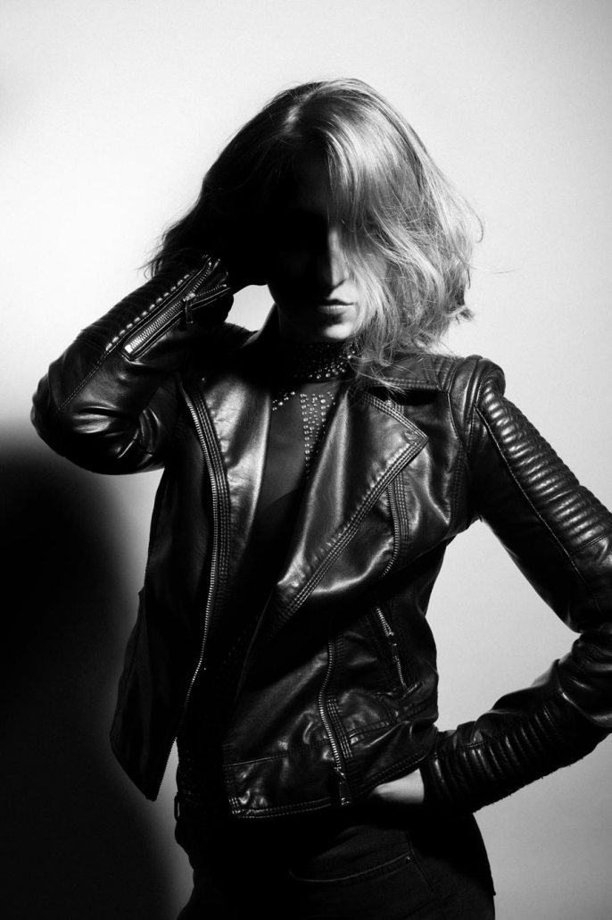 Portrait Frau schwarzweiss kontrastreich
