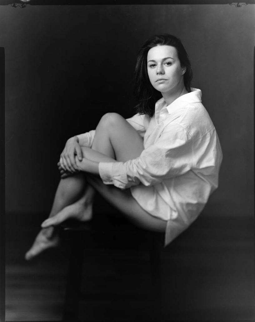 Frau im weißen Hemd