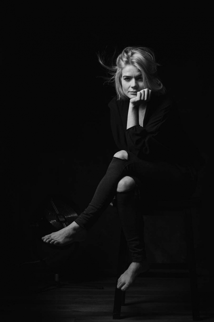 junge Frau im Studio