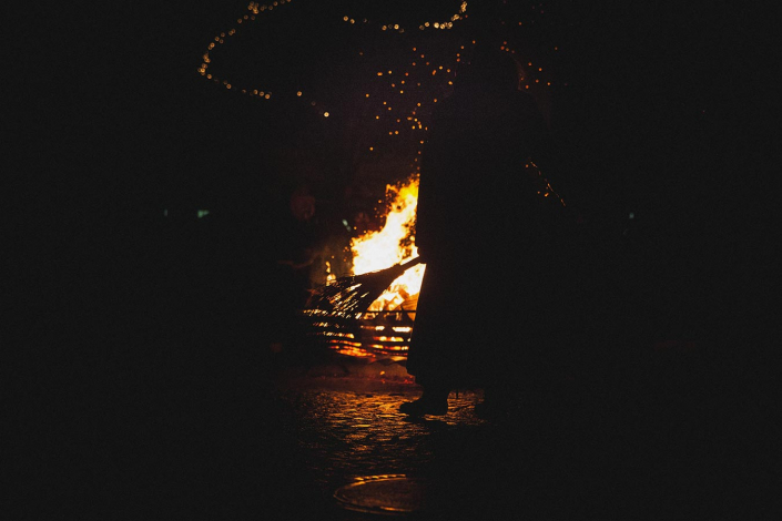 Hexe am Feuer